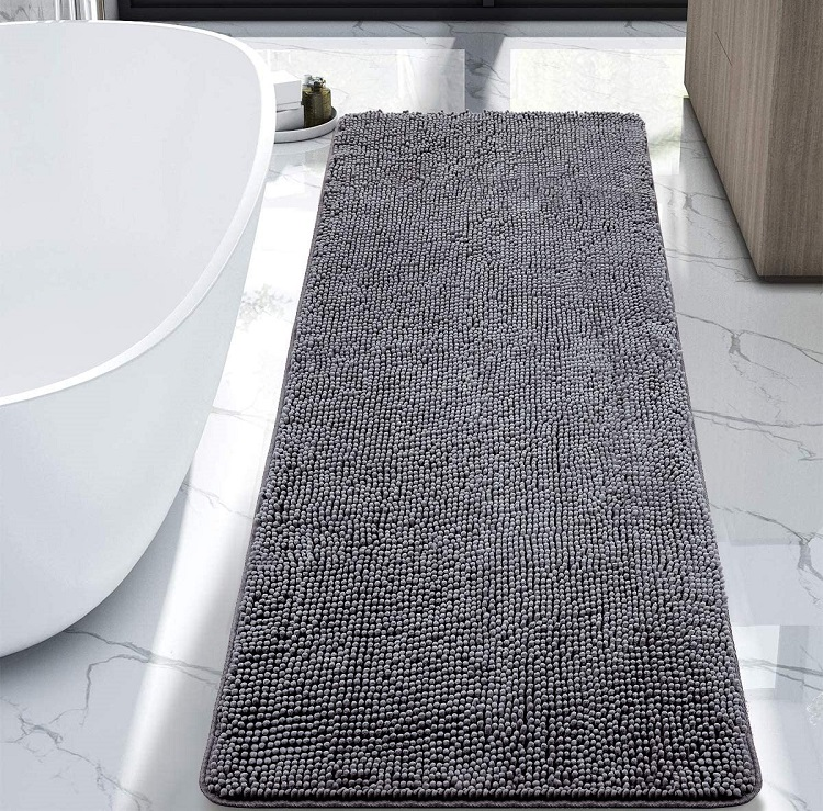 dywanik łazienkowy obok wanny