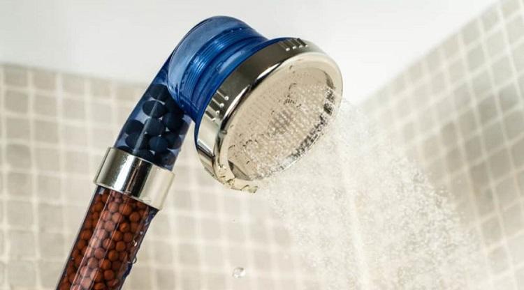 Jaki zmiękczacz wody do prysznica?