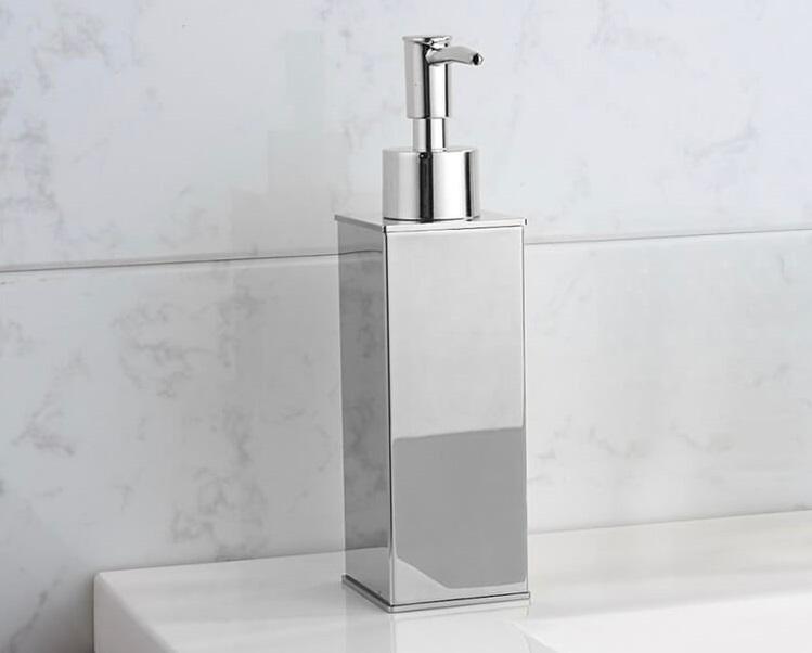 metalowy dozownik do mydła