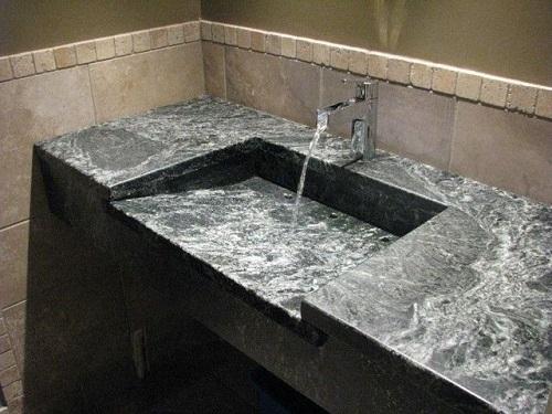 blat łazienkowy z kamienia naturalnego